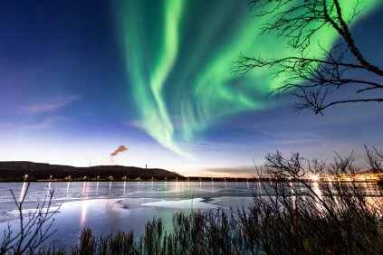 """Another shot of the crazy aurora at twilight the other day. 💚"""